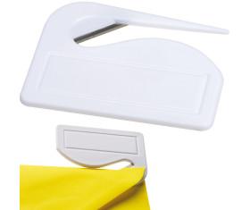 Coupe-papiers en plastique avec lame en métal