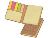 Marqueur collant et carnet de notes collantes dans une enveloppe en liège